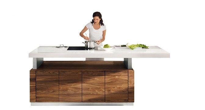 Die kochinsel der k7 küche verfügt über eine höhenverstellbare arbeitsplatte team 7modern