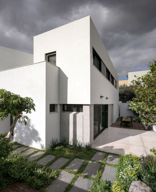Givatayim Urban Villa / Amitzi Architects