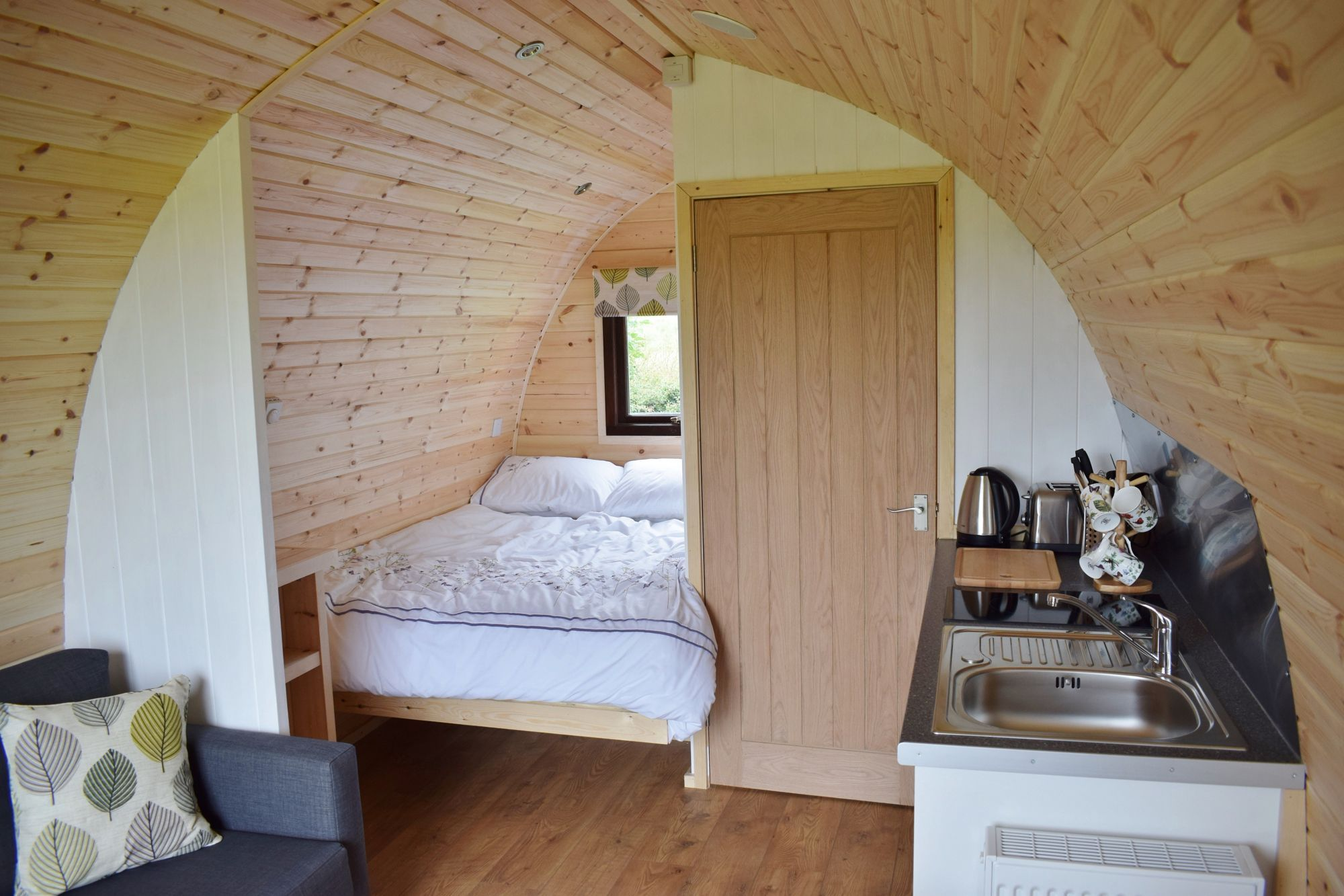 Family-sized, wooden, ensuite glamping pods in the eastern hills of the Peak District.