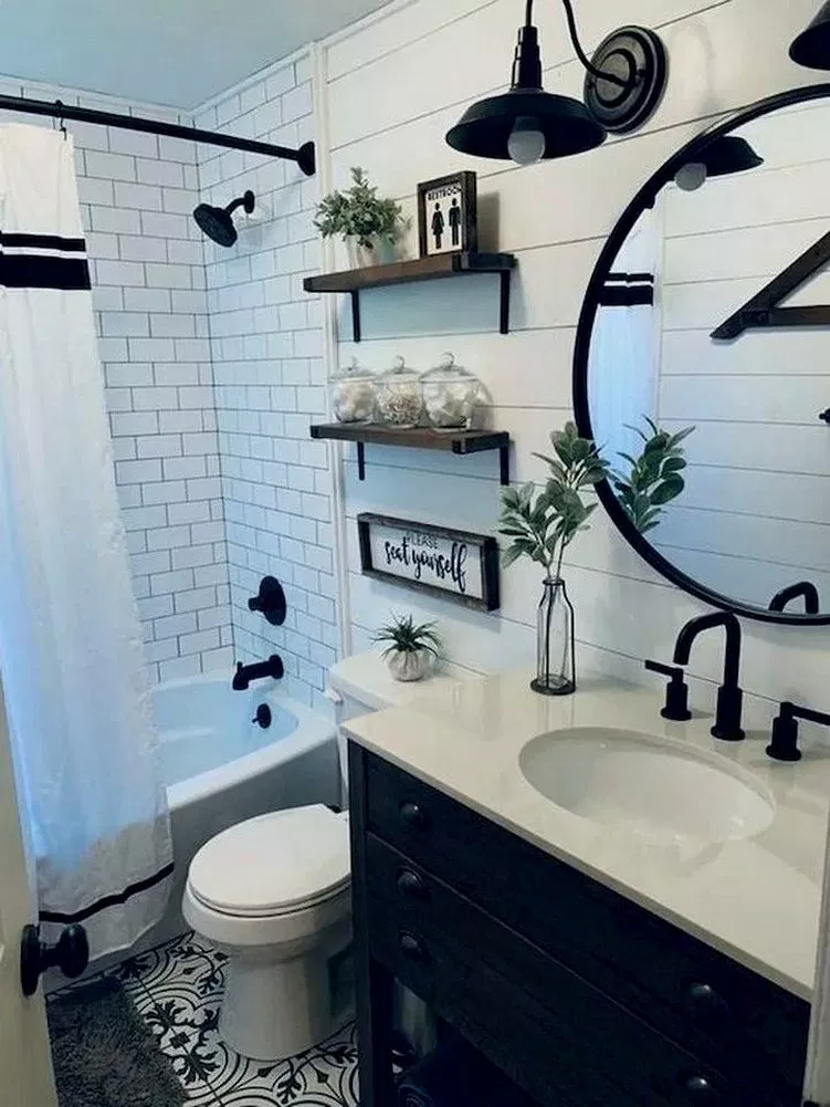28 Guest Bathroom Makeover Ideas On A Budget Guestbathroom Bathroomdesign Bathroomideas White Bathroom Decor Small Bathroom Decor Farmhouse Bathroom Decor