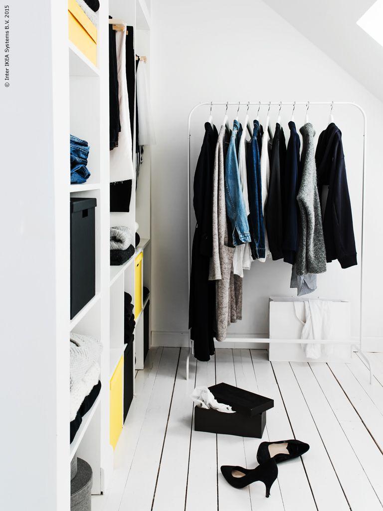 Ordning på kläderna med platsbyggd garderon, MULIG klädställning och TJENA lådor Gästbloggare