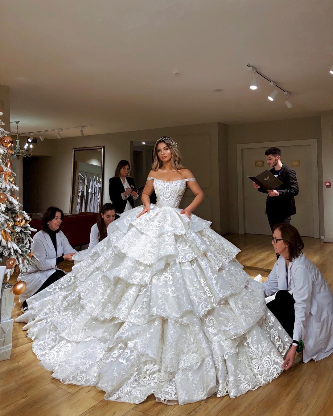 Bild könnte enthalten: 20 Personen, Personen, die stehen, Hochzeit