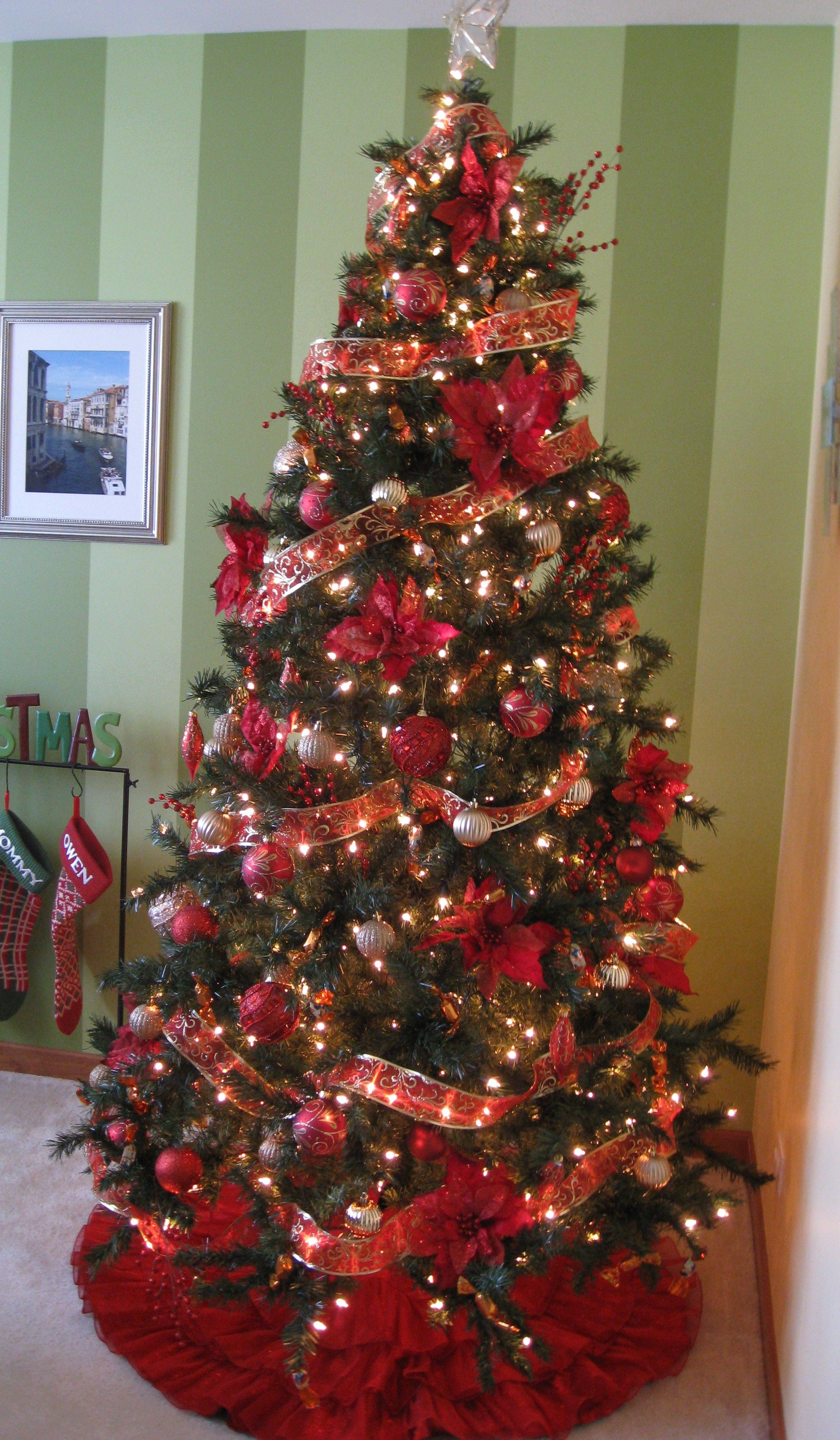 Color schemes for christmas trees - Christmas Tree Red And Gold Color Scheme Christmas Tree