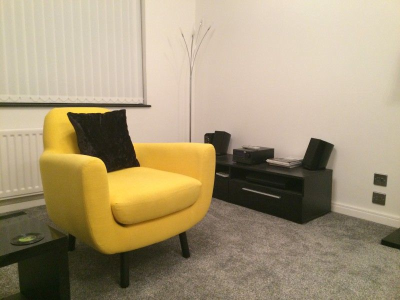 Jonah design de james harrison un fauteuil jaune for Hill james design d interieur