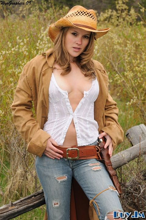 Curvy cowgirls
