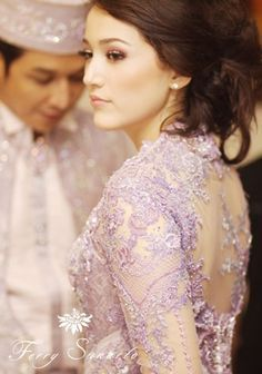 Photo of what a lovely kebaya ! Love