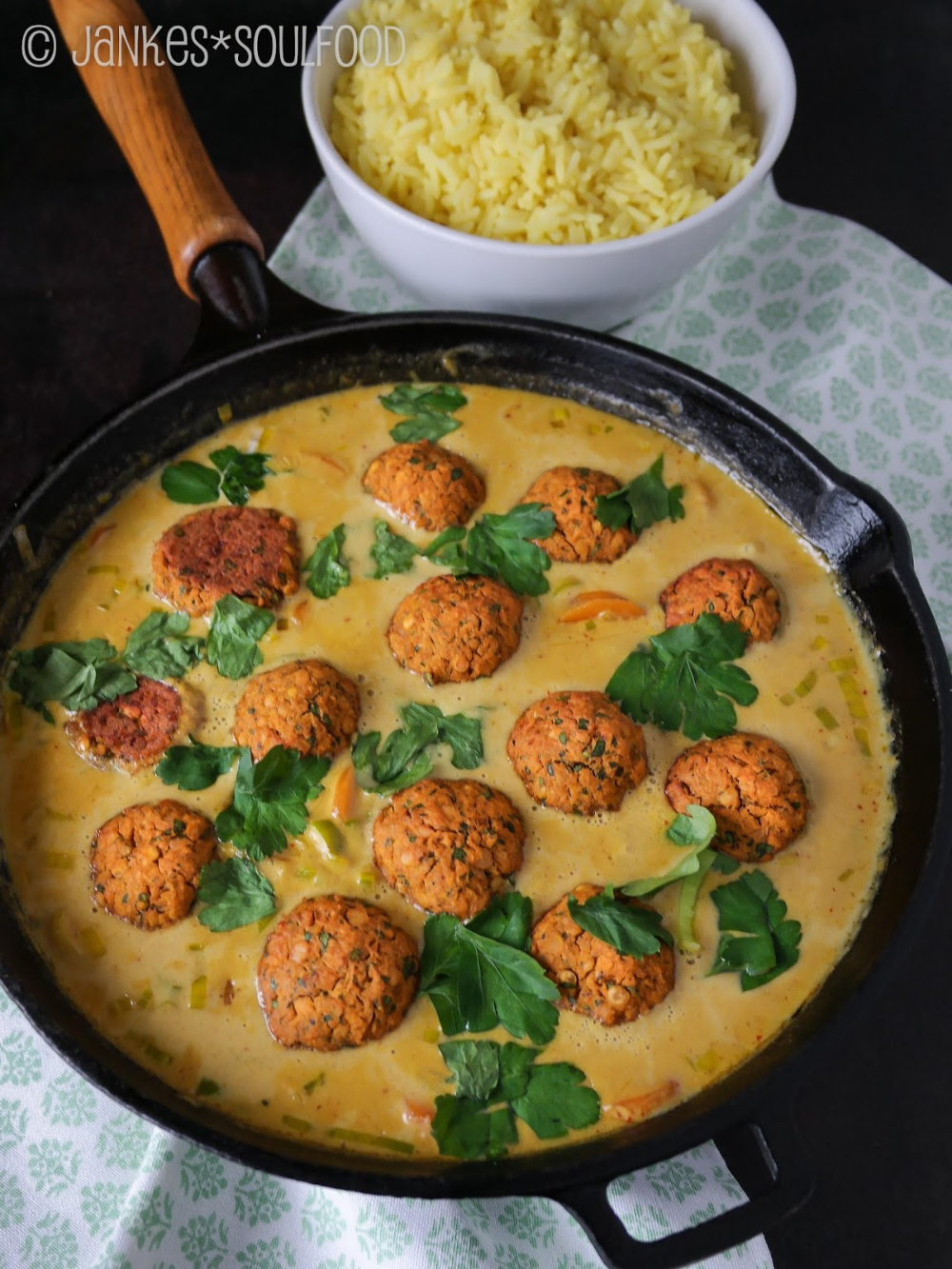 Photo of Lentil balls in coconut curry sauce