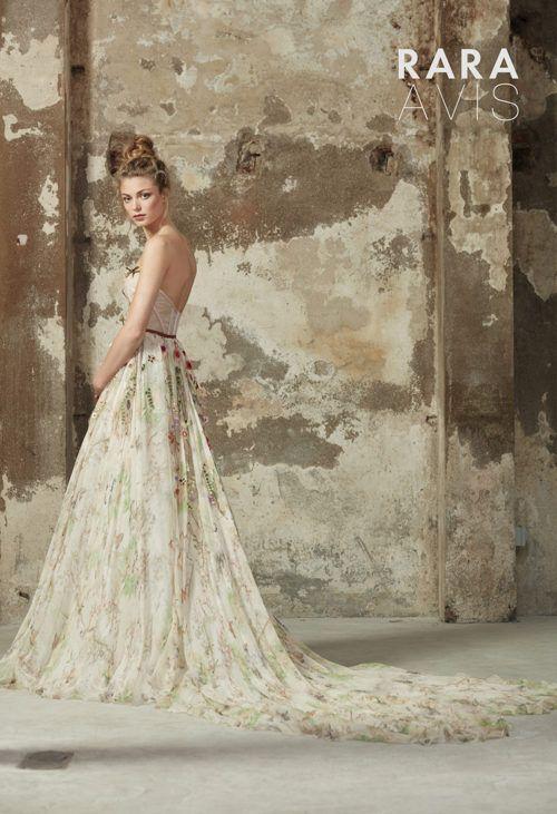 Wedding dress Lily by Rara Avis. Strapless sweetheart neckline ...