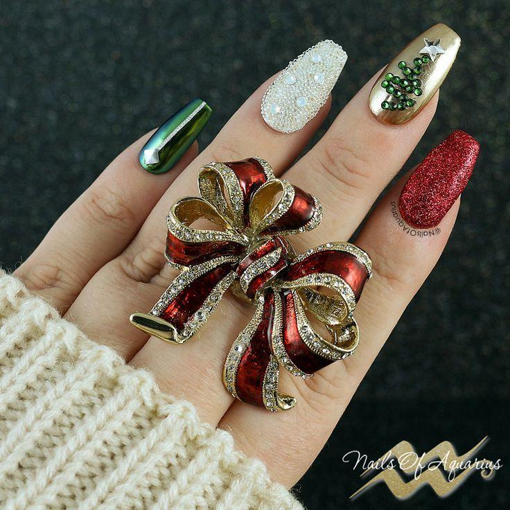 Tis The Season To Be Sparkly Christmas Nail Art Pinterest Tree