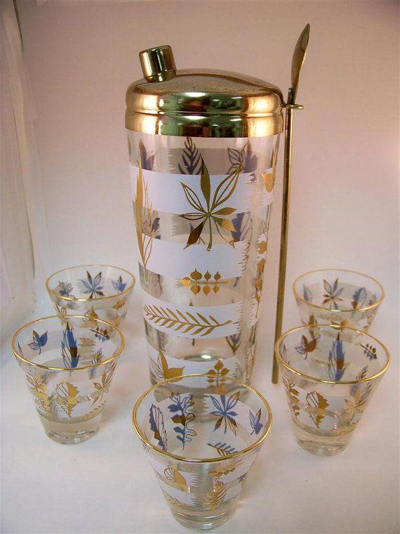 Mad Men Vintage Cocktail Shaker Set Incl Glasses Gold Autumn Etsy Cocktail Shaker Set Vintage Barware Vintage Cocktail