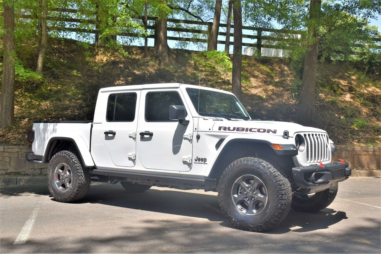 Battle Of The Trucks 2019 Ram And 2020 Jeep Gladiator My Auto