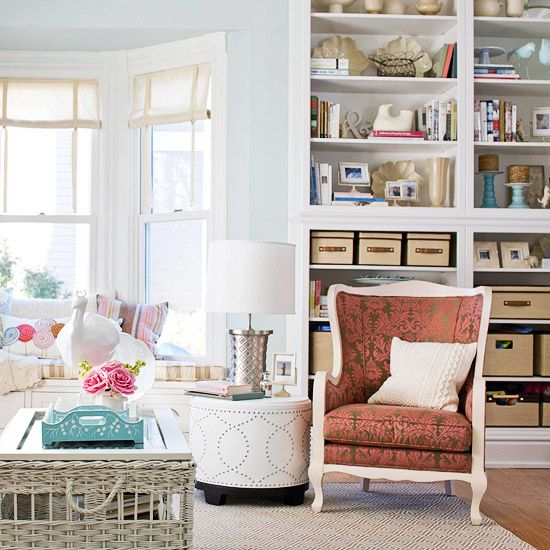 I love how they carried the same color scheme from the room onto the bookshelf to give a sense of unity.