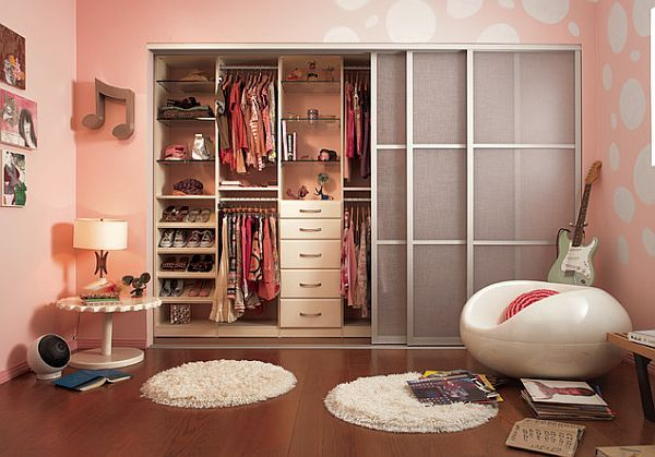 Teenage girl closet organization