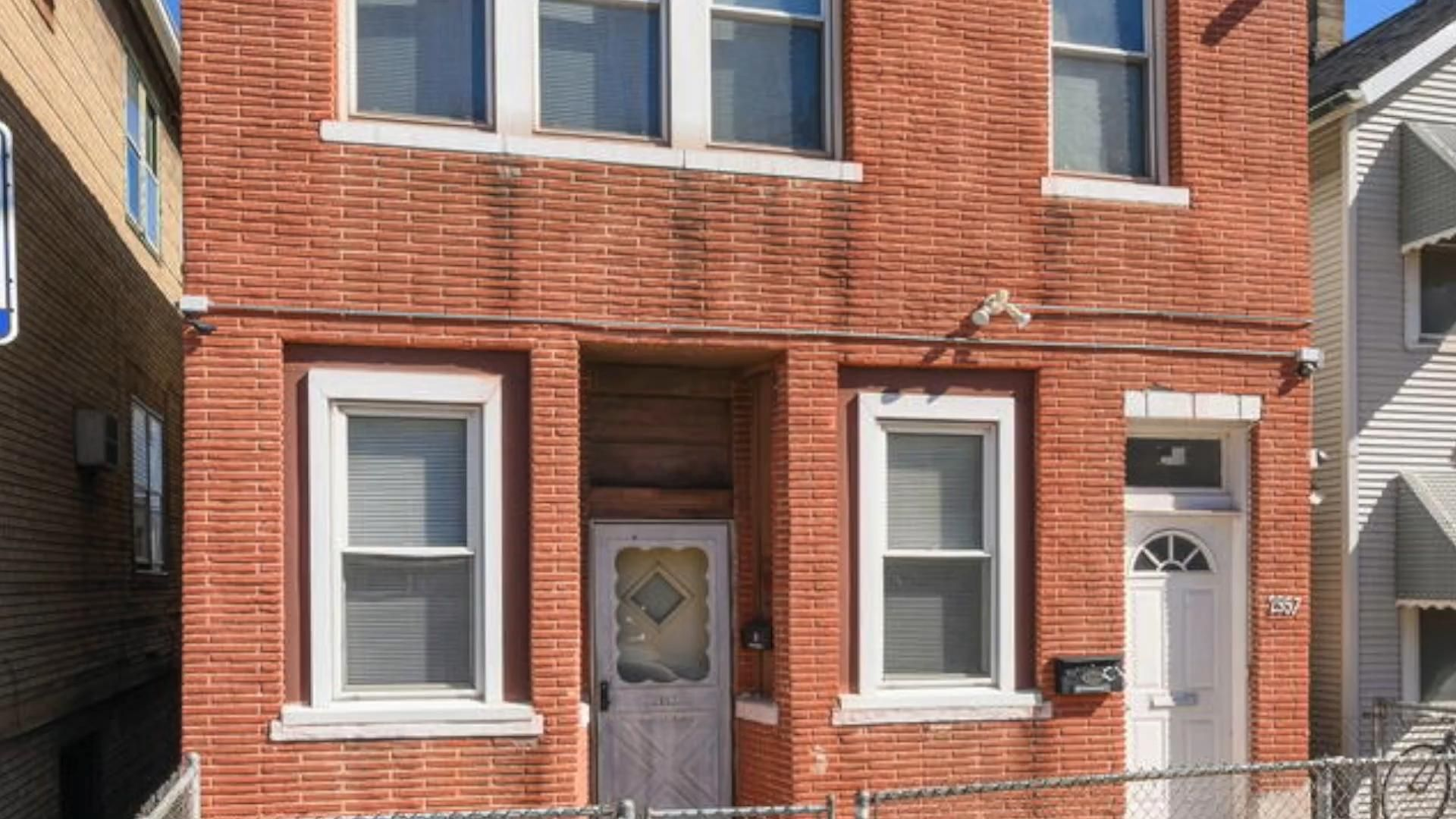 Photo of 3-Einheiten-Bridgeport-Gebäude zu verkaufen – 2957 S Farrell Street – 428.000 USD