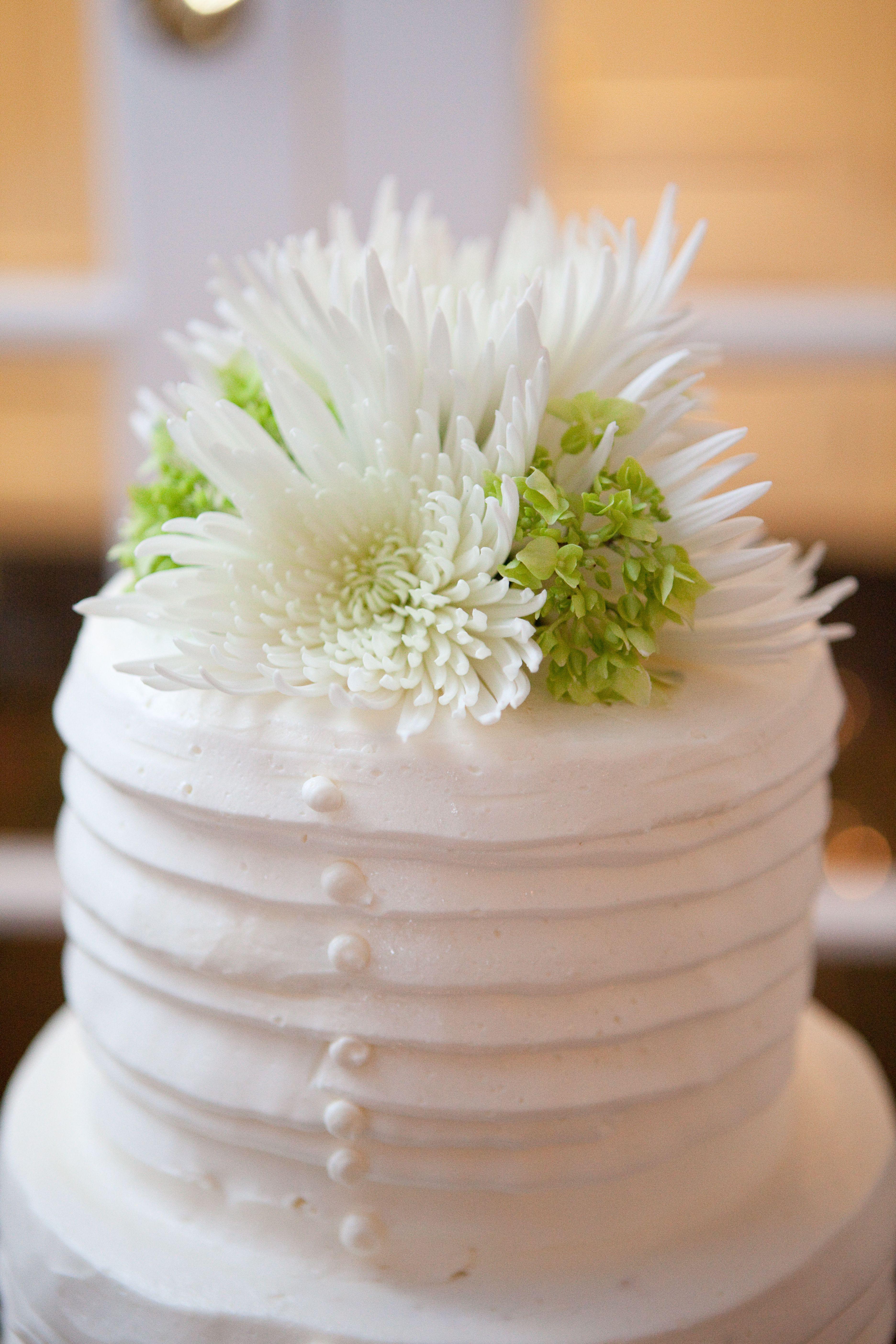 Fresh flower cake topper white mums wedding cake