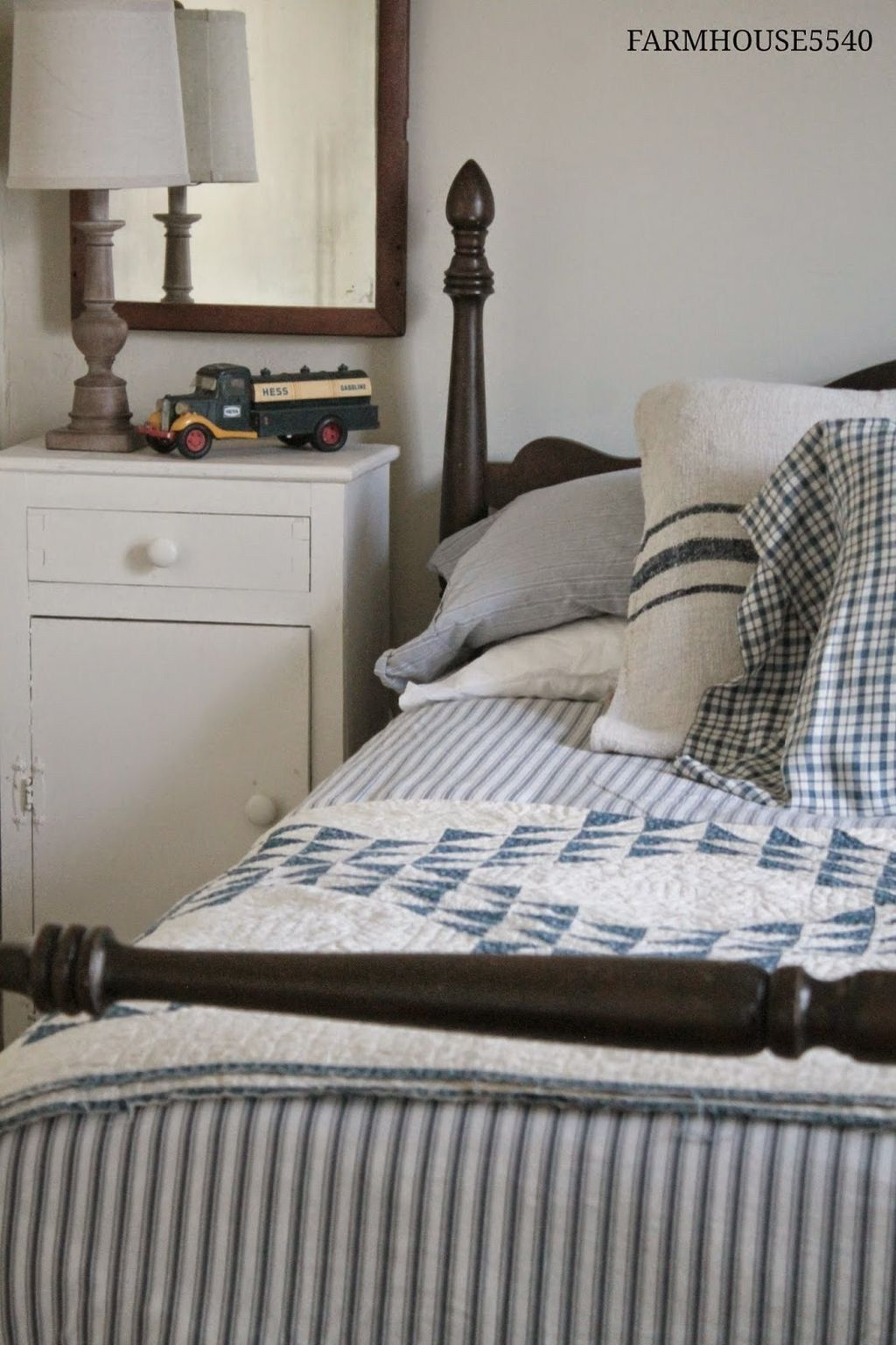 Vintage master bedroom decor  Classic and vintage farmhouse bedroom ideas   Vintage farmhouse