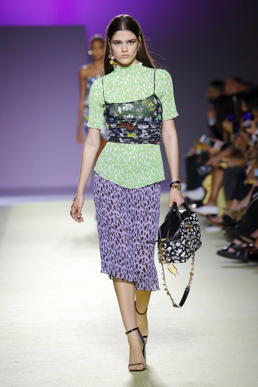 to wear - Ladies Versace springsummer runway collection video