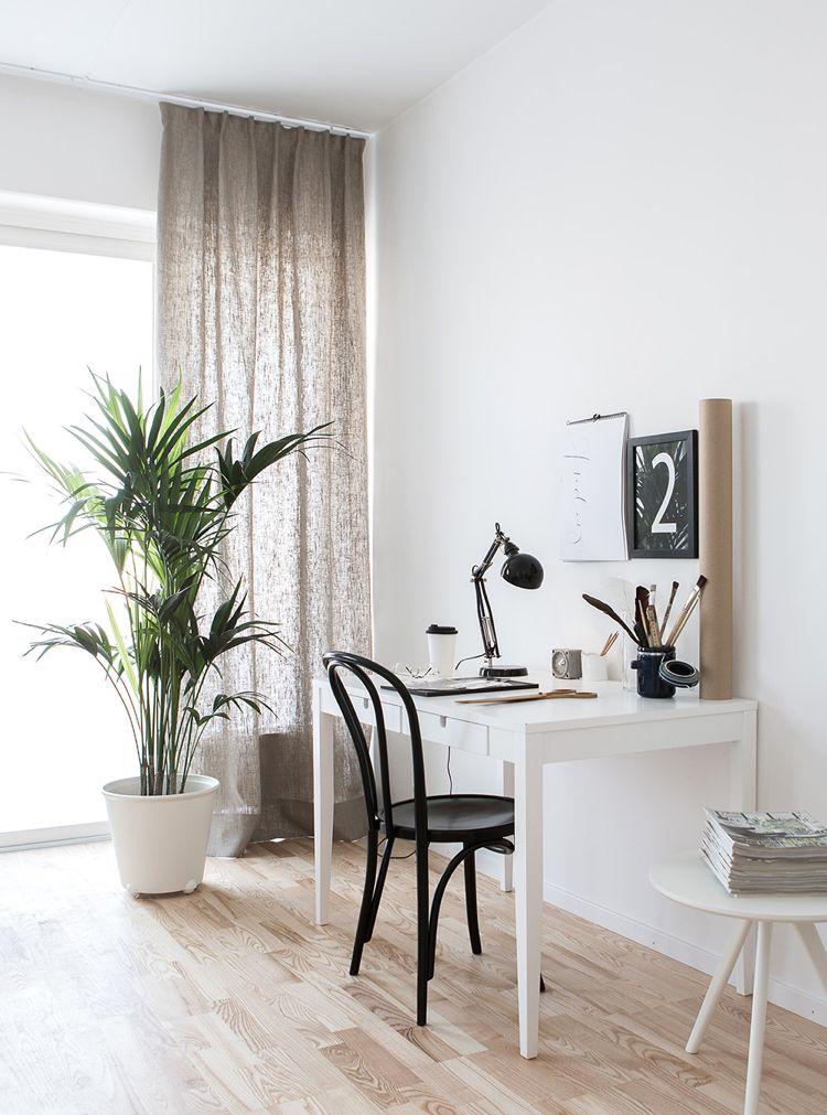 Grosse Zimmerpflanzen Sorgen Fur Ein Jungle Feeling In Der Wohnung Minimalistisch Wohnen Haus Deko Haus Interieurs