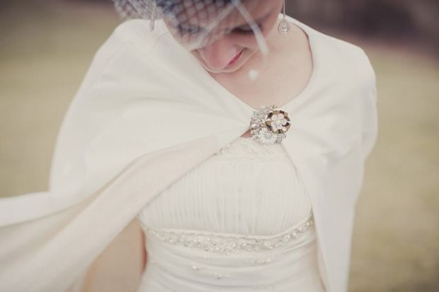 10 incredibly cute something borrowed ideas - Your grandmother's brooch | CHWV