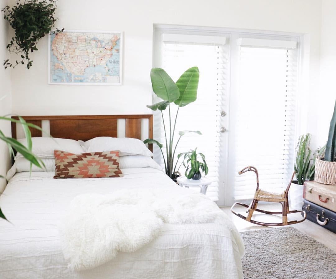 Modern Boho Bedroom White Bedroom Midcentury Modern Bedroom Heartswell Heartswel Modern Boho Bedroom Mid Century Modern Bedroom Modern Bedroom Rug