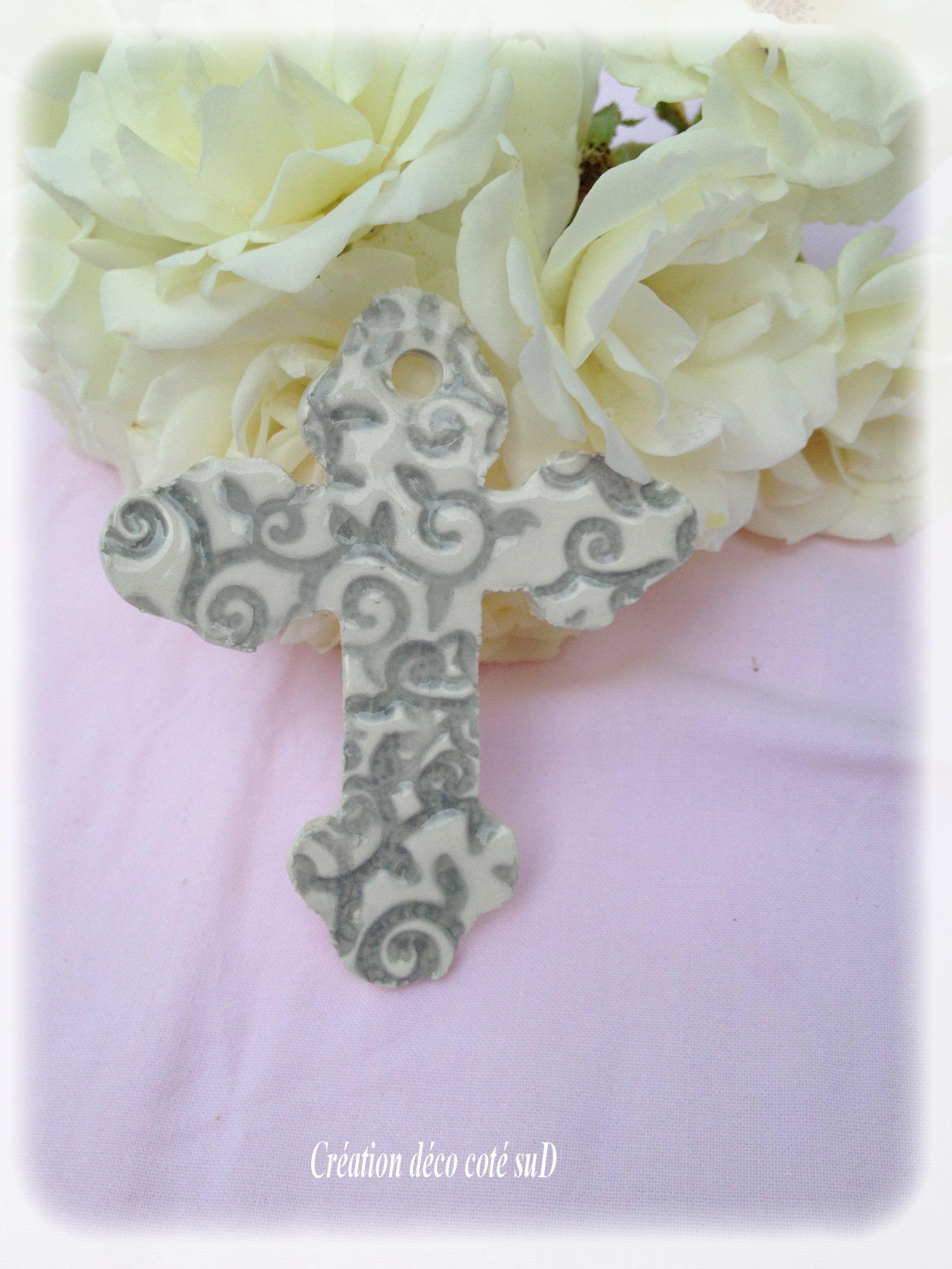 Petite croix motifs émaillés gris Création  @ny Rollin ( REF 6 )