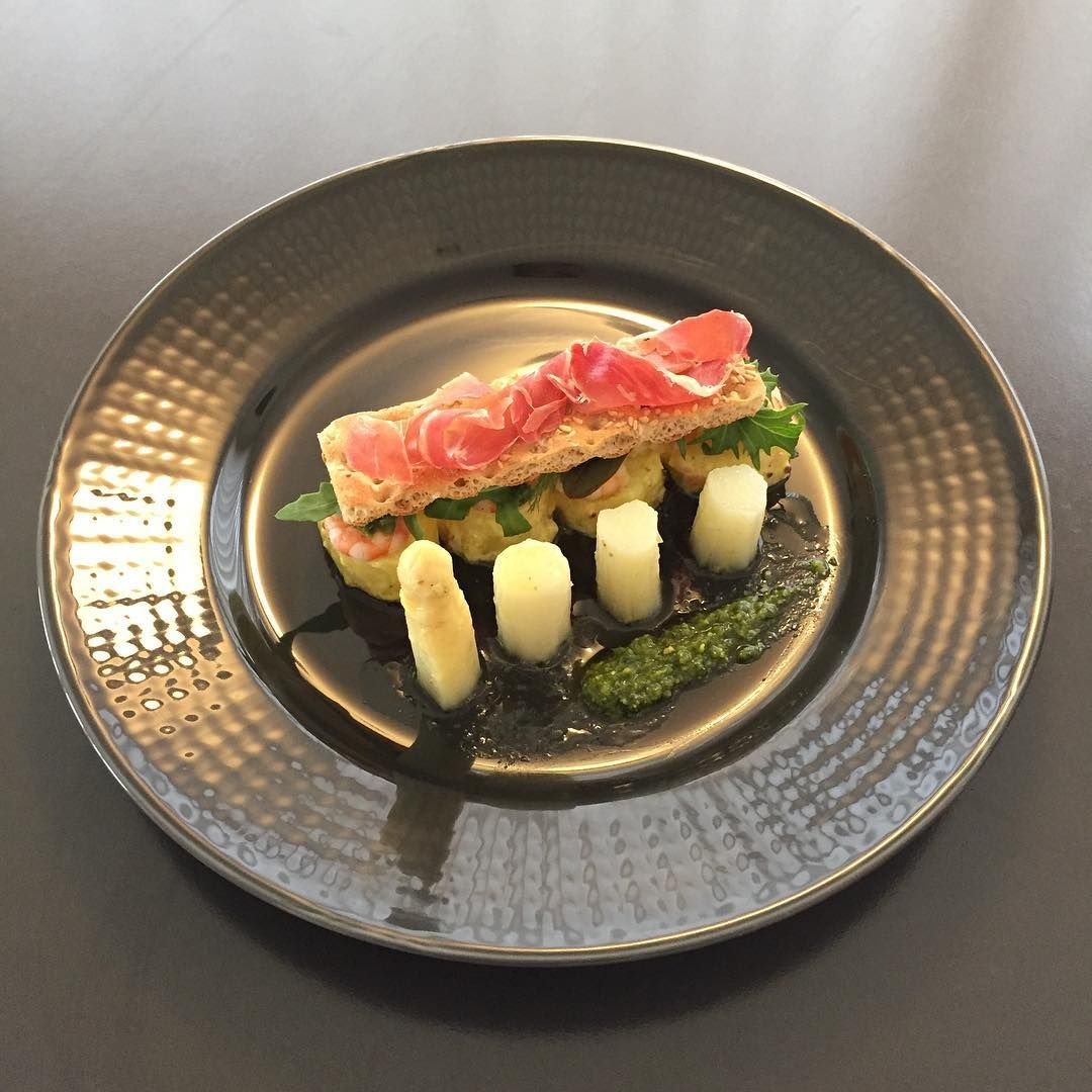 asparagus with shrimp, potato and jamon serrano ��#food #foodie #homecooking #cookstagram #먹방 #먹스타그램 #홈쿡 #요리스타그램 http://w3food.com/ipost/1507809928448966463/?code=BTs0SQmAf8_