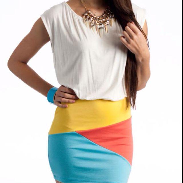 Lindisimo vestido parte superior blanca y falda amarillo, celeste y naranja!