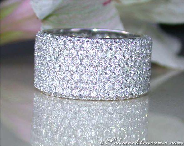 High-end: Huge Diamond Eternity Ring, WG-18K --- 360 Diamonds, Full ...