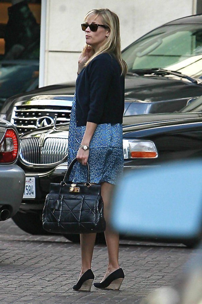 Reese Witherspoon Arriving At The Peninsula Hotel