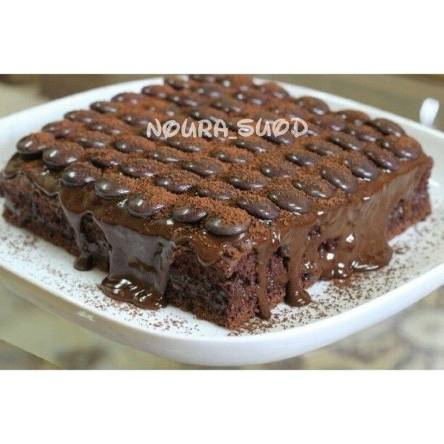 5 399 Likes 111 Comments Anood Alanezy Fatfeatanody On Instagram اي كيكة شكوﻻتة تفضلين حتى لو تستخدمين باوند كيك بالشوكوﻻتة ا Desserts Food Brownie