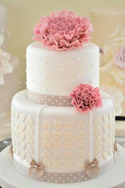 klassisch sch ne hochzeitstorte mit herzen und perlen hochzeit wedding kuchen torte cake. Black Bedroom Furniture Sets. Home Design Ideas