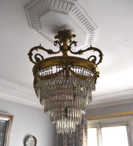 lustre 5 tages de pampilles taill es en cristaux et bronze dor french auction treasures. Black Bedroom Furniture Sets. Home Design Ideas