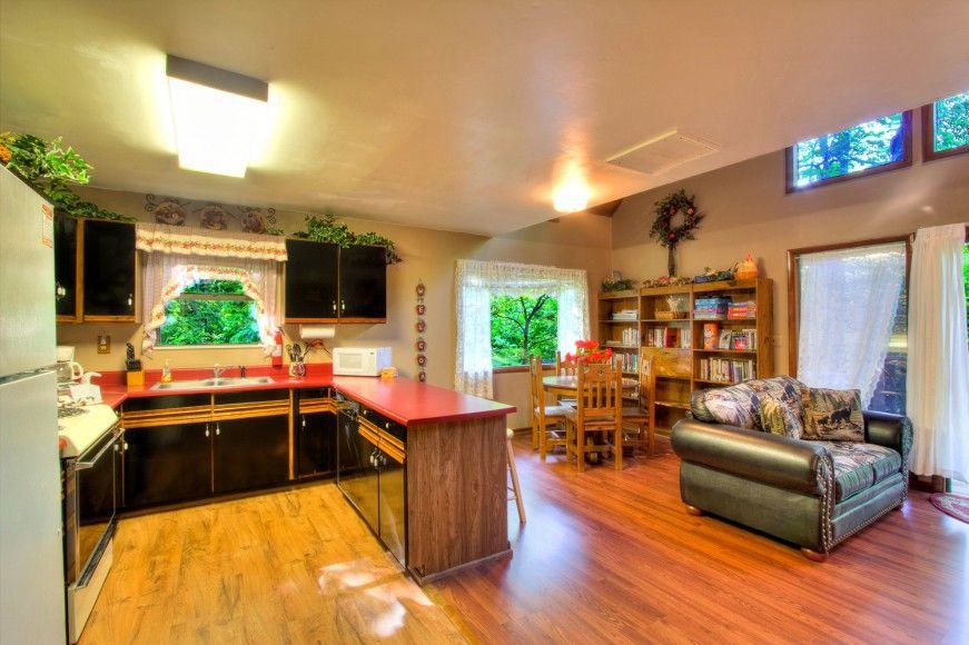 Gray wolf 2 bedroom cabin rental in sevierville tn