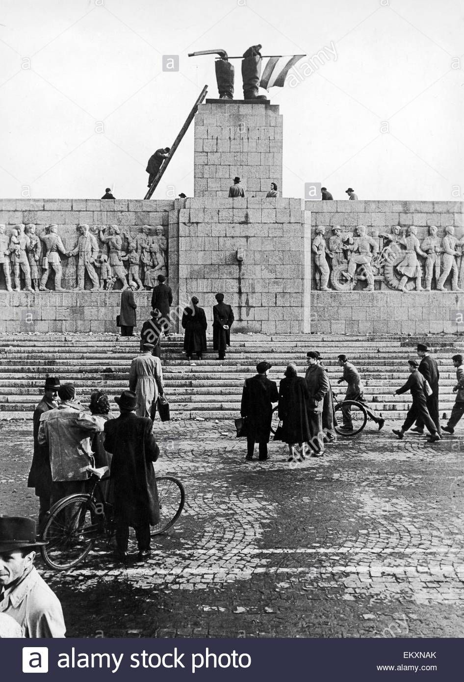 Hungarian revolt 1956 freedom fighters flies the flag for 4 documents of freedom 1956
