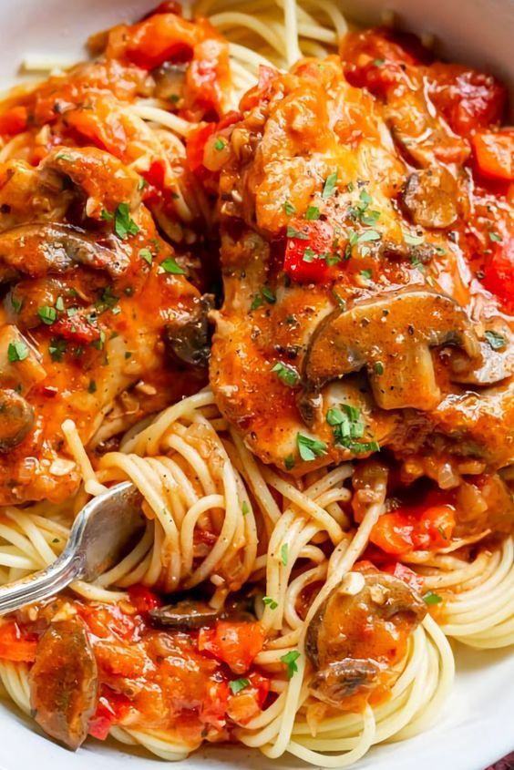 Reàlly good Chicken Càcciàtore is one of the most sàtisfying, delicious ànd comforting Itàliàn dishes you càn màke àt home. Flàvorful, rich, eàrthy ànd heàrty àre just à few of the chàràcteristics thàt come to mind when describing this rustic dish.