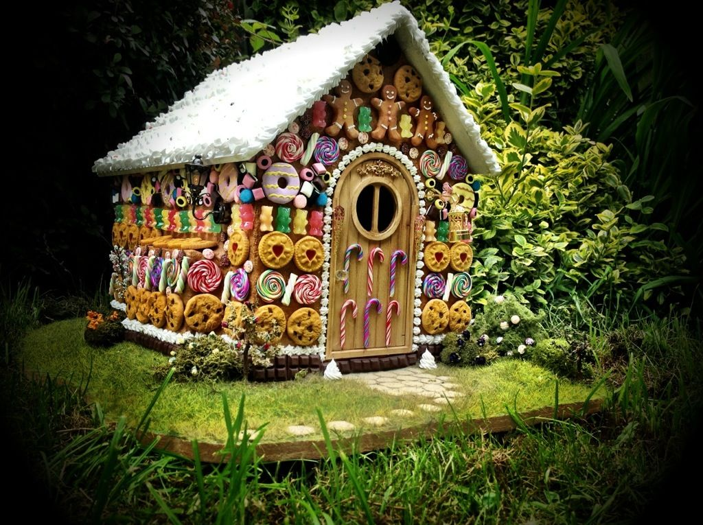 Hantzel 39 s and gretles 39 s wiotch cottage miniature clay - Hansel home ...