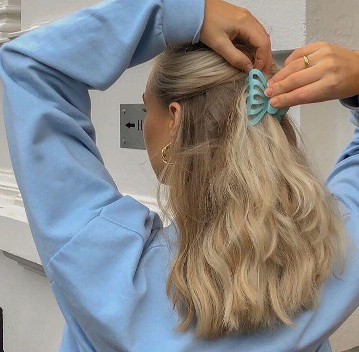 Blonde Hair Pulled Back By Clip #hairclip #hairideas #hairinspo