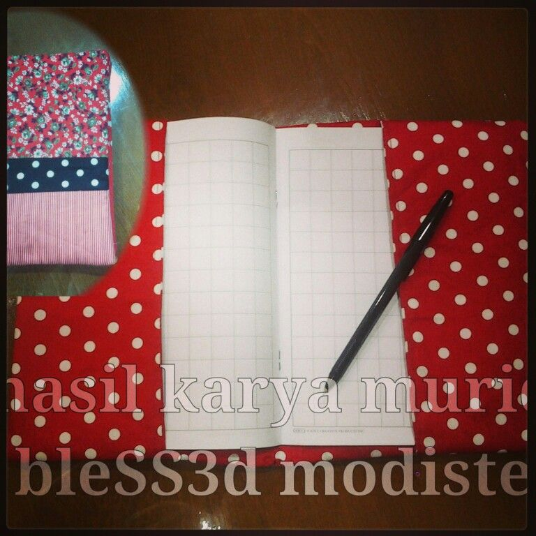Book cover, polkadot style - bleSS3d modiste