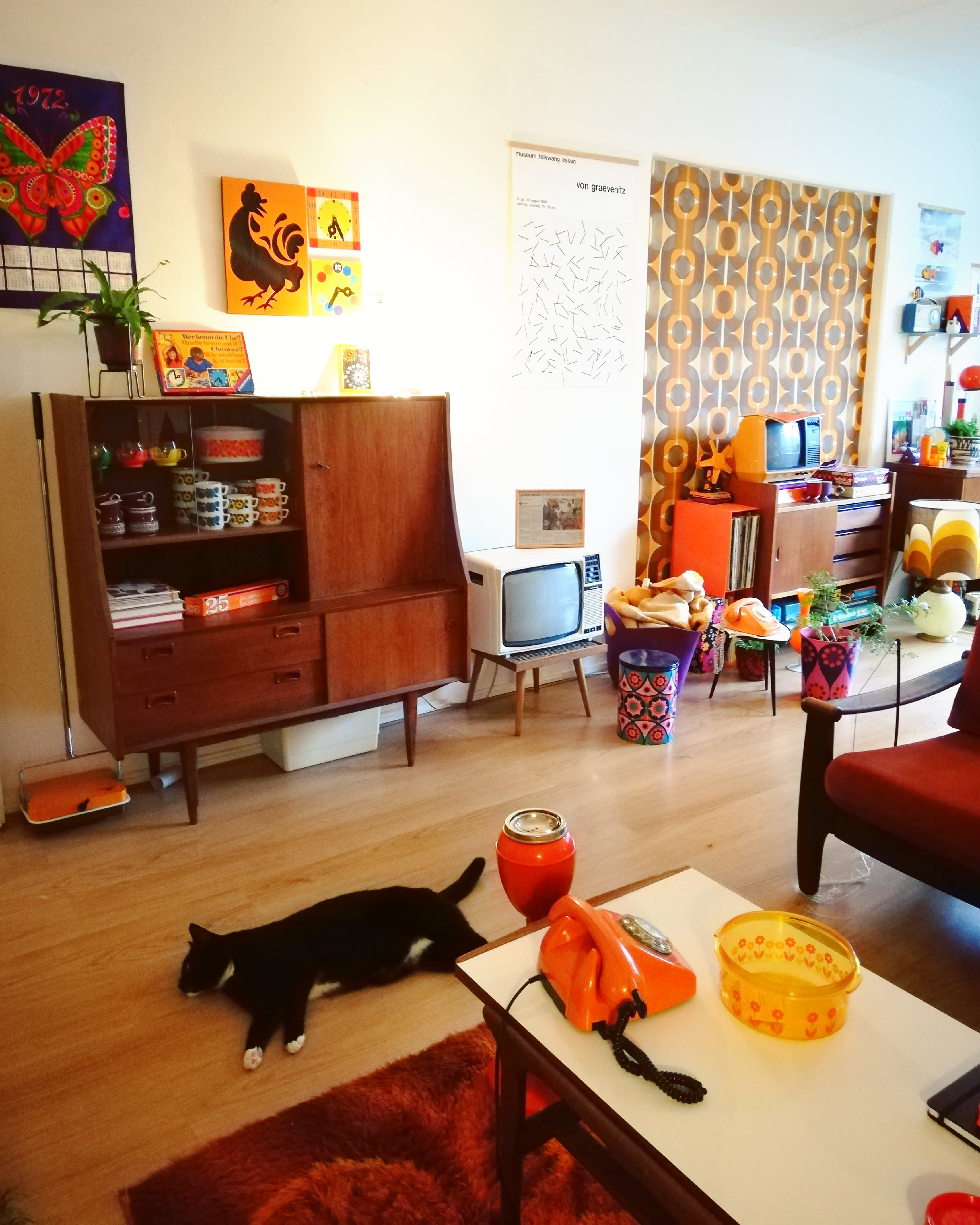 This Dutch Home Is Like Stepping Onto The Set Of That 70s Show 70s Home Decor Retro Apartment Retro Living Rooms