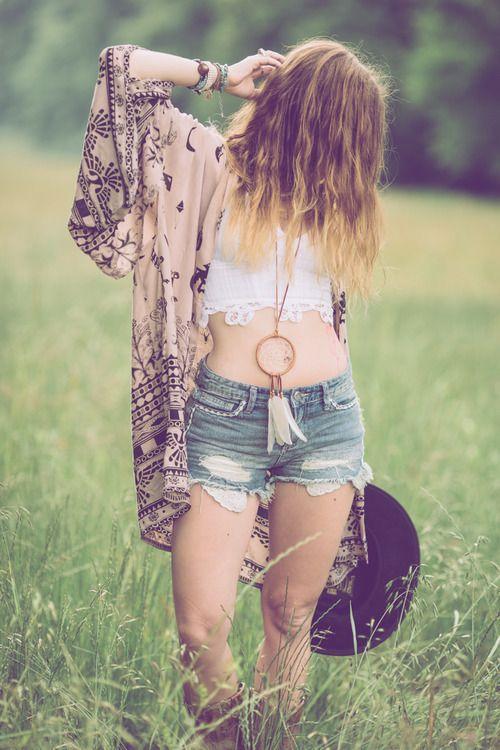Boho Look | Bohemian boho style hippie chic bohème vibe gypsy fashion indie folk the 70s festival style | Dreamcatcher necklace