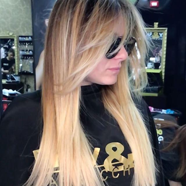Extension Più Sfumature Super Blond ....Erry e G Staff Amore ❤️ a Prima Vista ..!!!#erryegparrucchieri#work#love#hair#passione#beautyhair#hairstylist#cool#tendenza#arte#change#blogger#look#fashion#salone#creativity##napoli#salerno#caserta#portici#aversa#battipaglia#benevento#sorrento#amalfi#nola#bacoli#