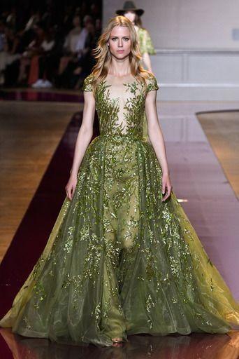4c8b61c45c6 Robe de soirée de haute couture verte dentelle délicate