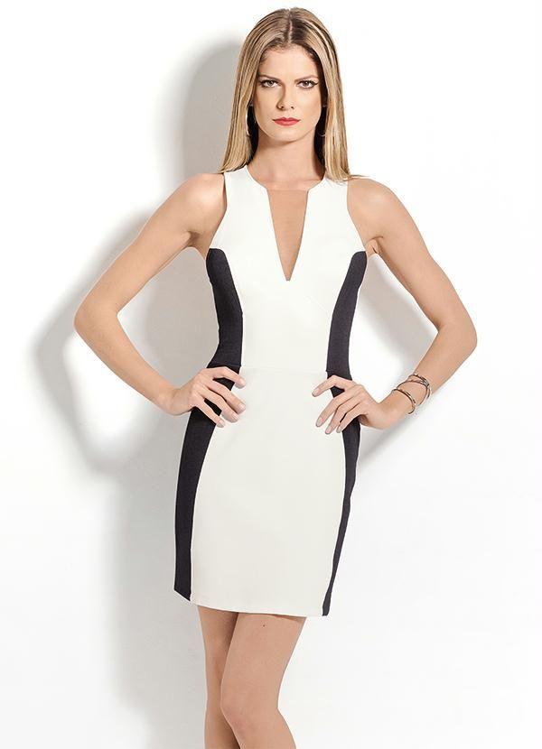 Vestido preto detalhe branco