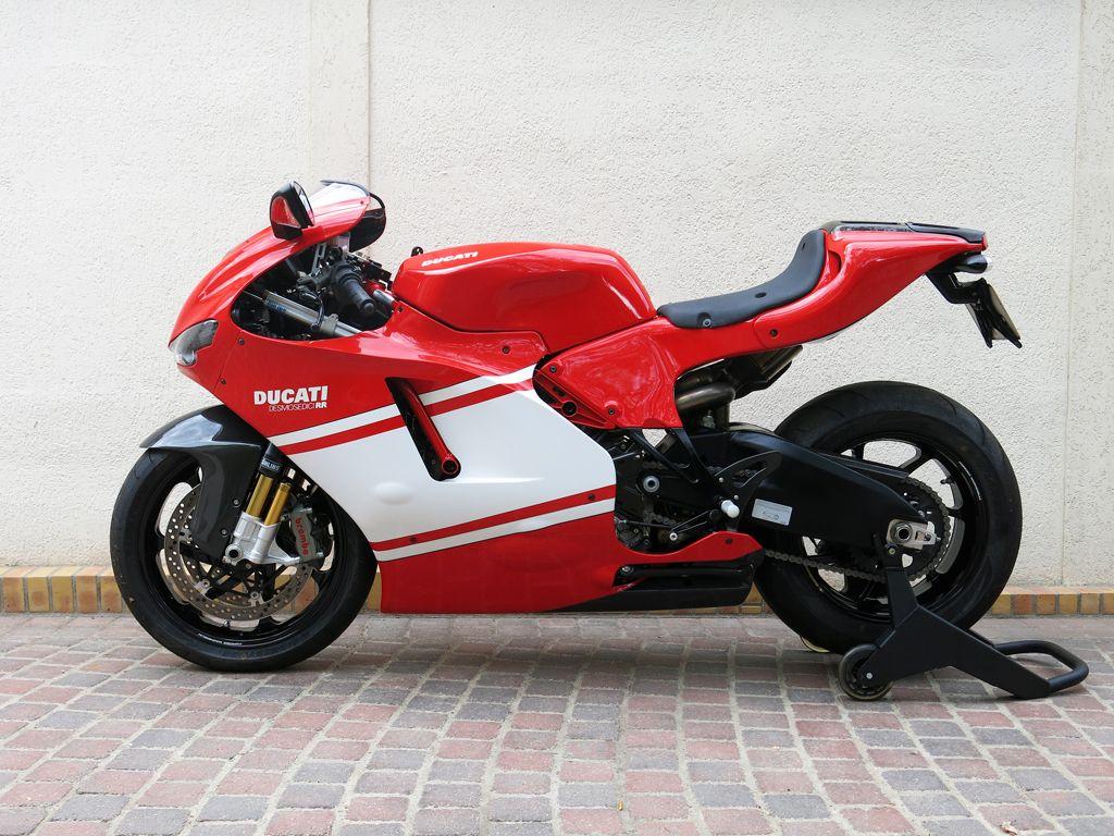 Ducati Desmosedici Rr Wallpapers High Quality In 2020 Ducati Desmosedici Rr Ducati Car Wallpapers