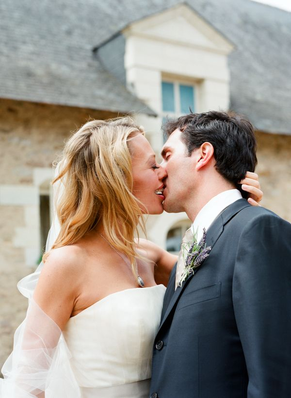 A Super Wedding Kiss Photo By Amazing Photographer Elizabeth Messina