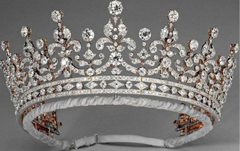 Made by Garrard in 1893, this tiara completely set with diamonds was ordered by a committee formed by lady Greville to purchase a present for princess Mary of Teck, when she married prince George of Great Britain, duke of York.