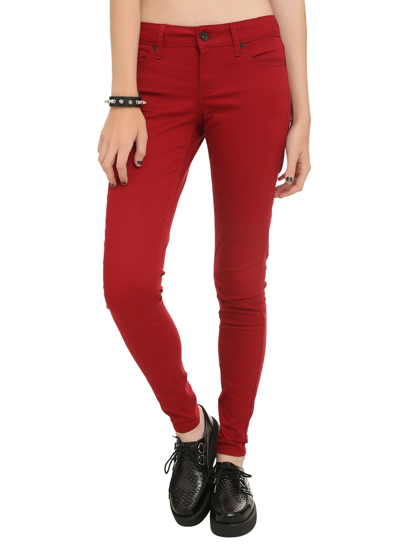 These solid red skinny denim jeans features five pocket styling ...