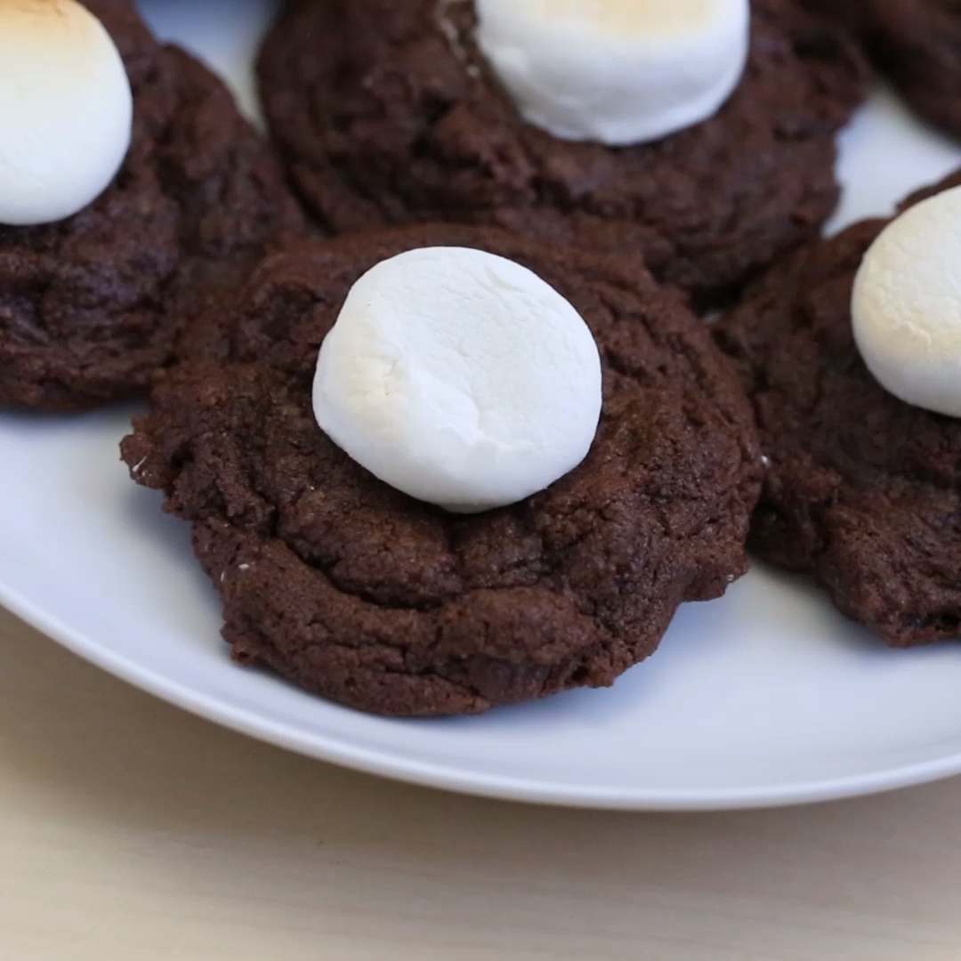 Hot Cocoa Cookies Hot Chocolate Cookies - Super soft chocolate cocoa cookies with a roasted marshmallow on top!