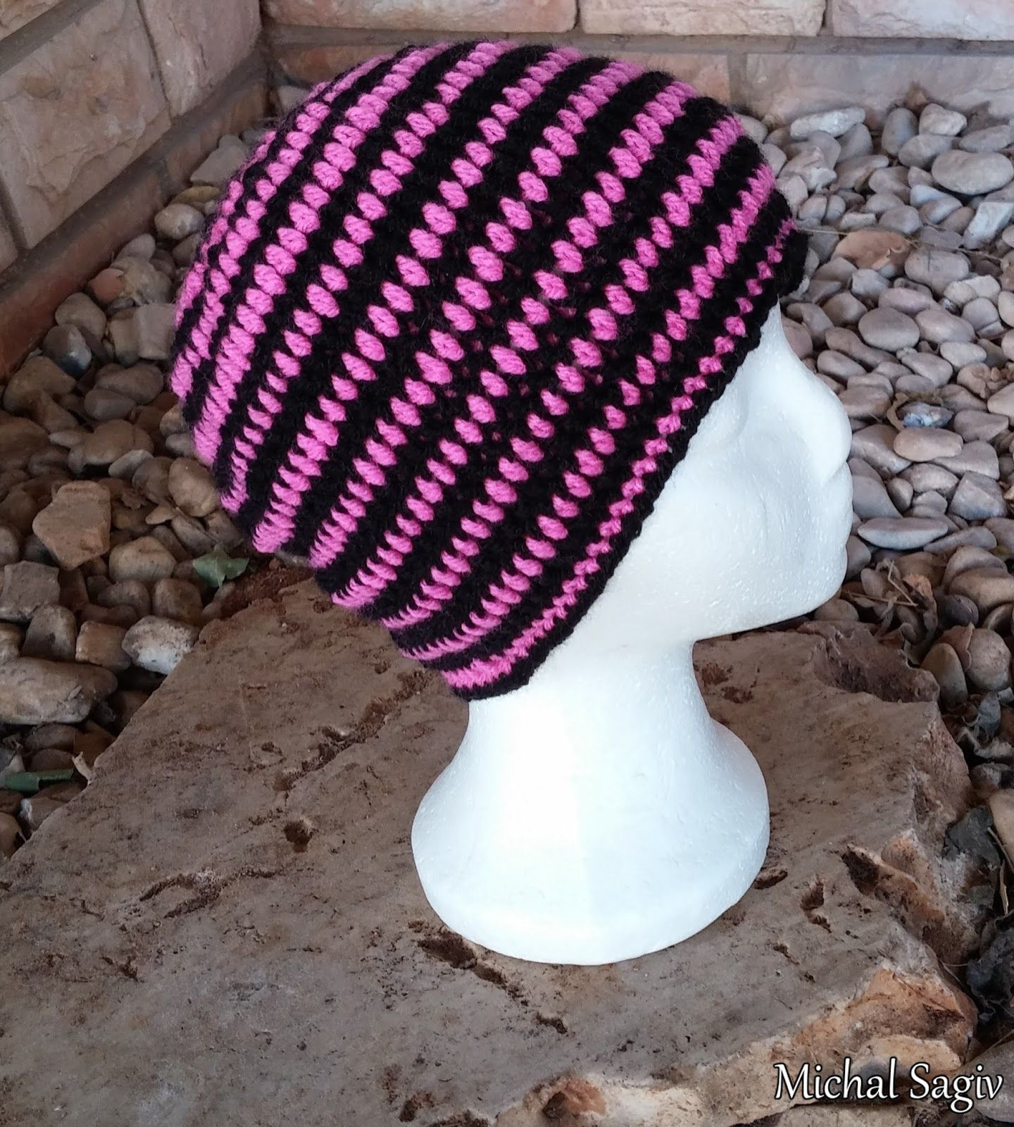 Crochet mind crochet reversible spiral beehive unisex hat pink crochet mind crochet reversible spiral beehive unisex hat pink black side made by michal sagiv link to video tutorial baditri Image collections