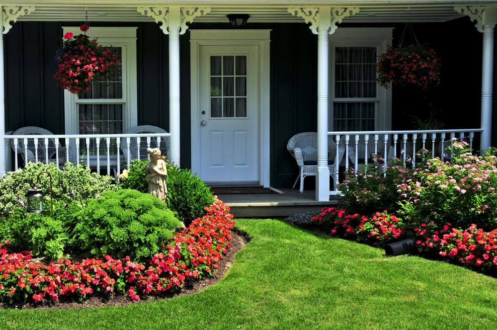 22 Front Porch Garden Ideas (Photos) | Front porches, Porch and ...